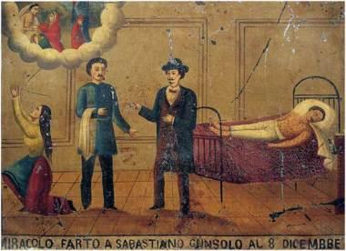 Ιταλική λιθογραφία του πρώτου ημίσεως του 19ου αιώνα πού αποτέλεσε τάμα σε εκκλησία καθώς ο εικονιζόμενος ιατρός όρθιος δεξιά έσωσε από την ευλογιά τον ασθενή στη κλίνη Σεμπαστιάνο Γκανσόλο με εμφανή τα σπυριά της ευλογιάς. Η σύζυγός του προφανώς γονυπετής κάνει με τη προσευχή της παράκληση στη Παναγία να σώσει τον σύζυγό της.